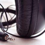 Na co zwracać uwagę kupując słuchawki?